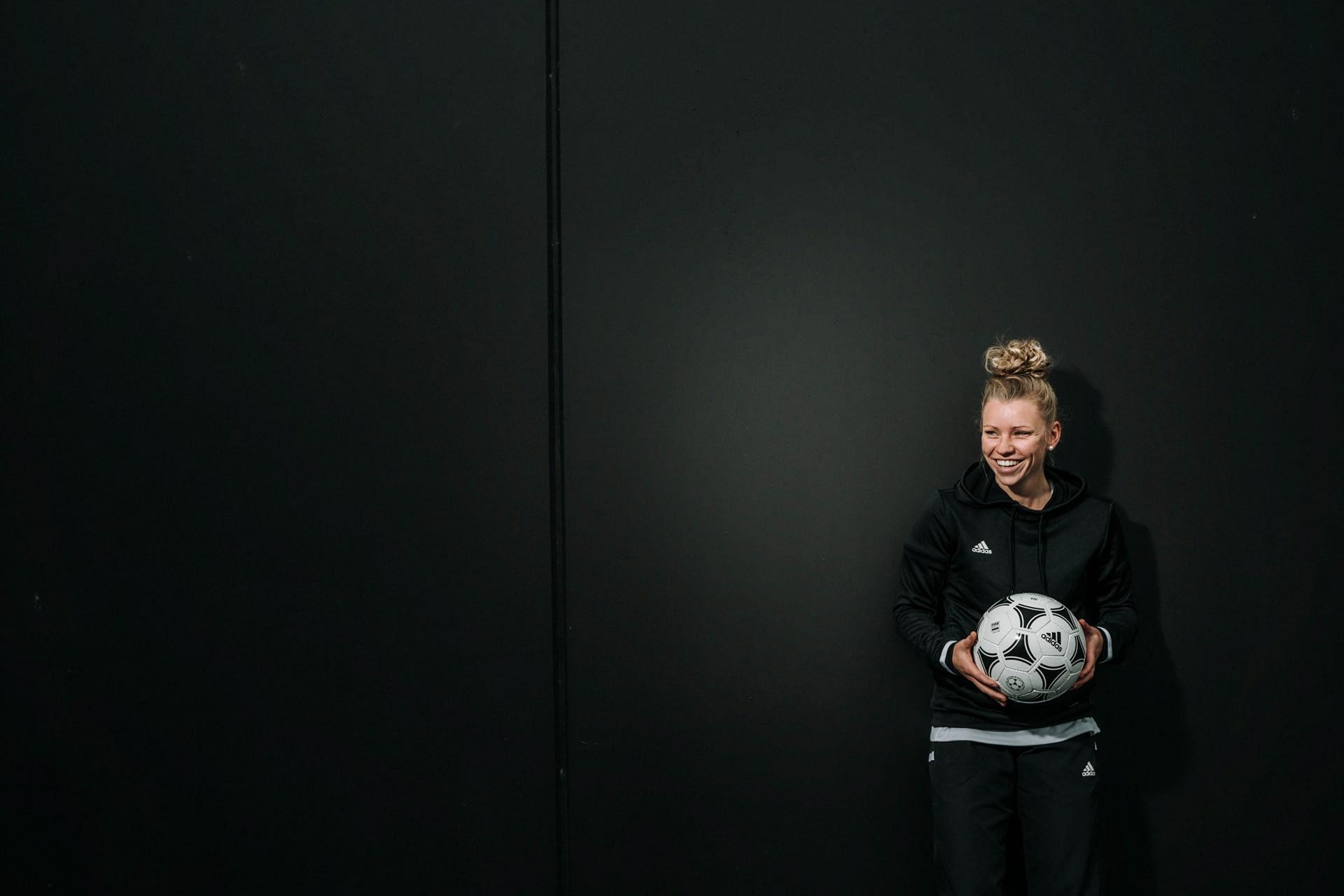 Linda-Dallmann-DFB-FCB-Portrait-Fotograf-München-05